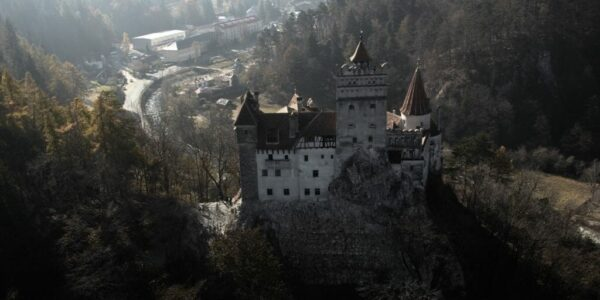 Aerial Dracula tour from Brasov over Dracula's Castle-airplane