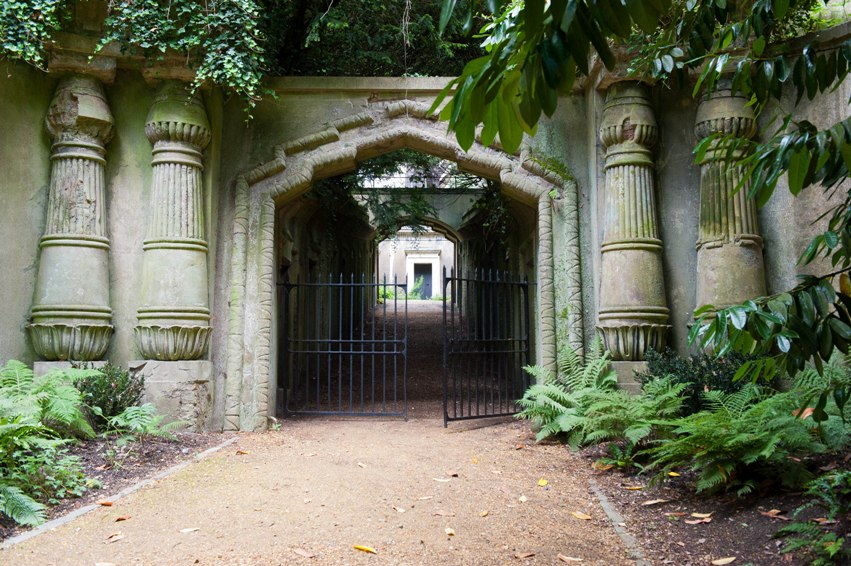dracula tour london highgate_Egyptian_gateway